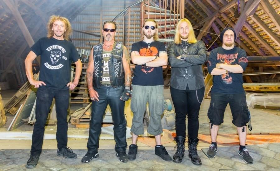 Дебютный альбом немцев Defhead